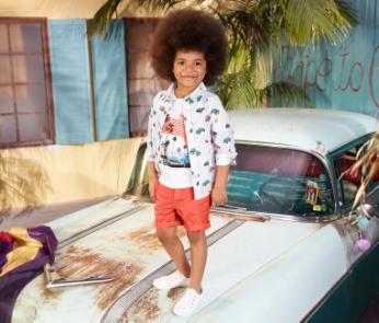 a815bd2d3d A webáruház heti ajánlata természetesen a fiúk számára is tartogat néhány  igazán divatos nyári darabot. Ezt a 100% biopamutból készült fiú pólót  stílusos ...